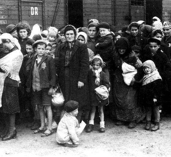 СЕЋАЊЕ НА ХОЛОКАУСТ / REMEMBERING THE HOLOCAUST / זיכרון השואה