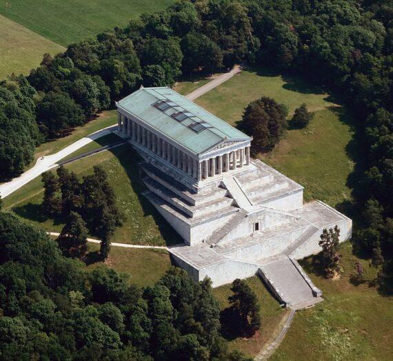 Klasična Grčka i antika kao inspiracija u arhitekturi neoklasicizma i funkcija neoklasicističkog stila u formi državne propagande